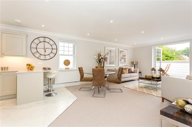 Asking Price £625,000, 2 Bedroom Flat For Sale in Chichester, PO19