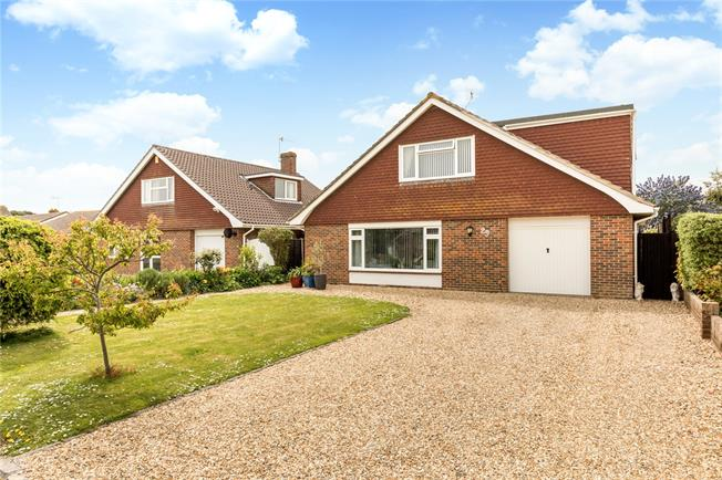 Guide Price £675,000, 4 Bedroom Detached House For Sale in Bognor Regis, PO21
