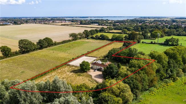 Guide Price £1,000,000, 5 Bedroom Detached House For Sale in Hampshire, PO10