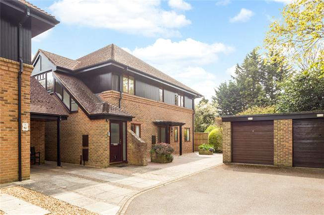 Asking Price £485,000, 3 Bedroom Flat For Sale in West Sussex, PO19