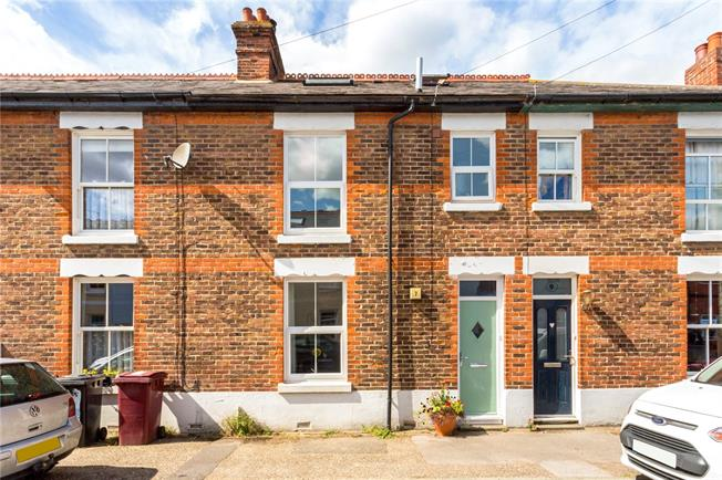 Guide Price £340,000, 3 Bedroom Terraced House For Sale in Chichester, PO18