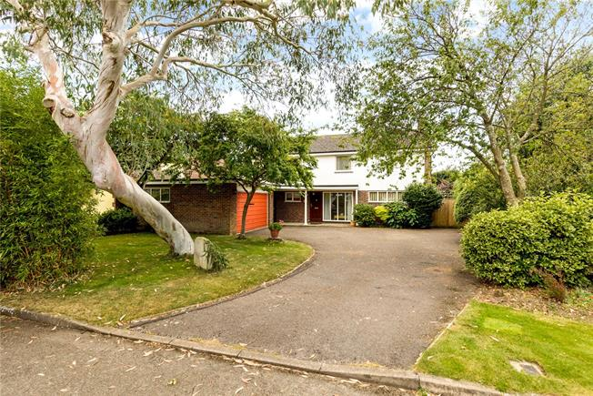 Guide Price £650,000, 4 Bedroom Detached House For Sale in Chichester, West Sussex, PO20