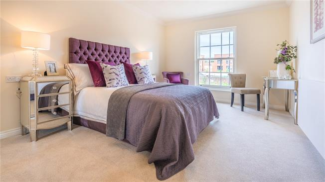 Asking Price £312,950, 1 Bedroom Flat For Sale in Chichester, West Sussex, PO19