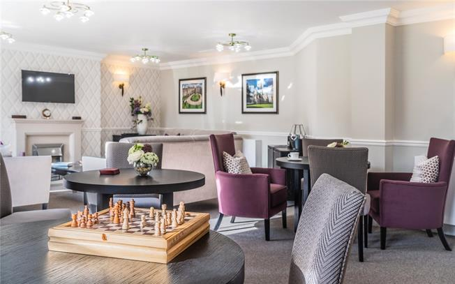 Asking Price £458,950, 2 Bedroom Flat For Sale in Chichester, West Sussex, PO19