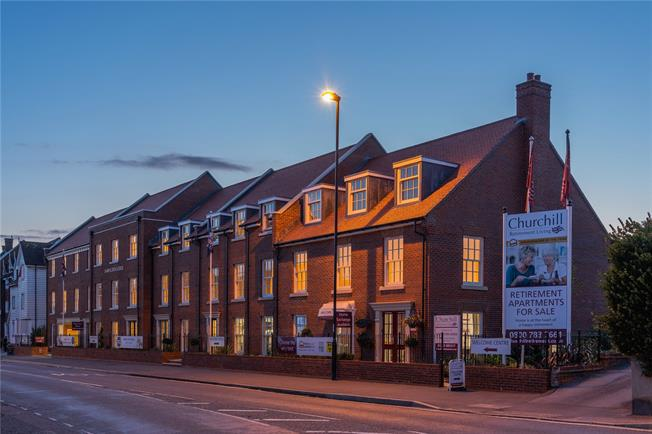Asking Price £346,950, 1 Bedroom Flat For Sale in Chichester, West Sussex, PO19