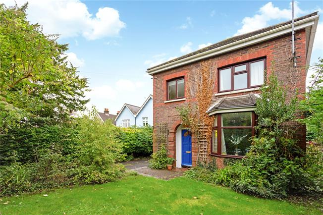 Guide Price £450,000, 3 Bedroom Detached House For Sale in West Sussex, PO19