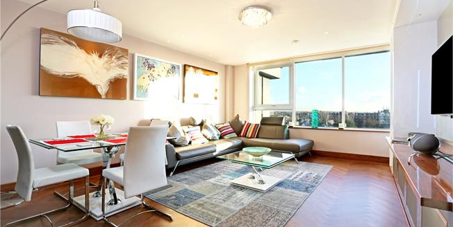 Asking Price £899,950, 2 Bedroom Flat For Sale in London, W4