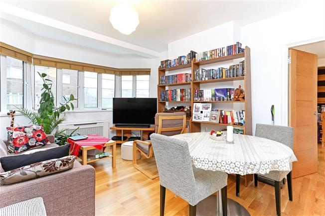 Asking Price £450,000, 2 Bedroom Flat For Sale in London, W4