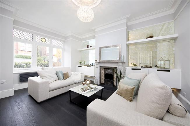 Asking Price £1,850,000, 5 Bedroom Semi Detached House For Sale in London, W4