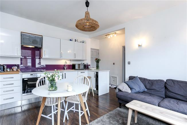 Asking Price £410,000, 1 Bedroom Flat For Sale in London, W6