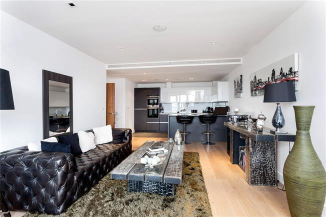 Asking Price £595,000, 2 Bedroom Flat For Sale in Brentford, TW8