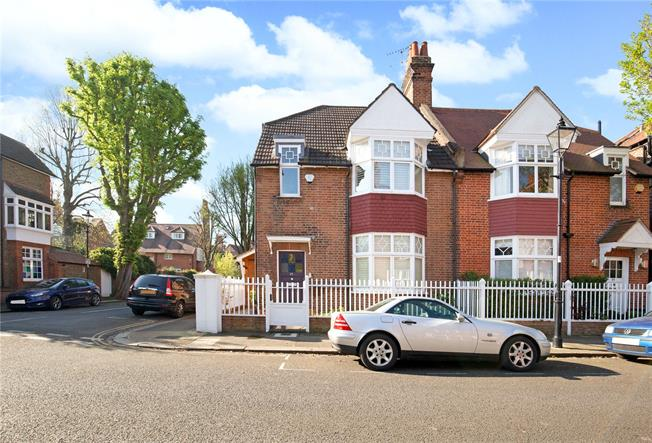 Asking Price £1,525,000, 4 Bedroom Semi Detached House For Sale in London, W4