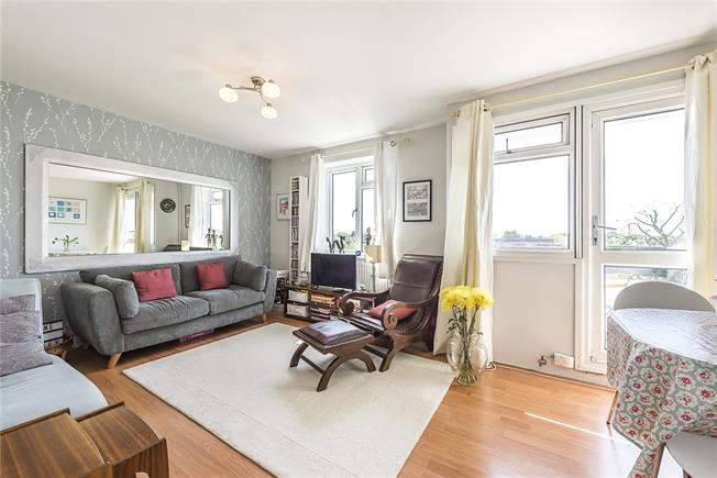 Asking Price £415,000, 2 Bedroom Flat For Sale in London, W4