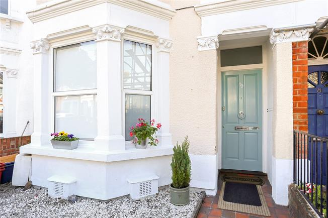 Asking Price £675,000, 3 Bedroom Flat For Sale in London, W4