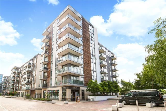 Asking Price £425,000, 2 Bedroom Flat For Sale in Brentford, TW8