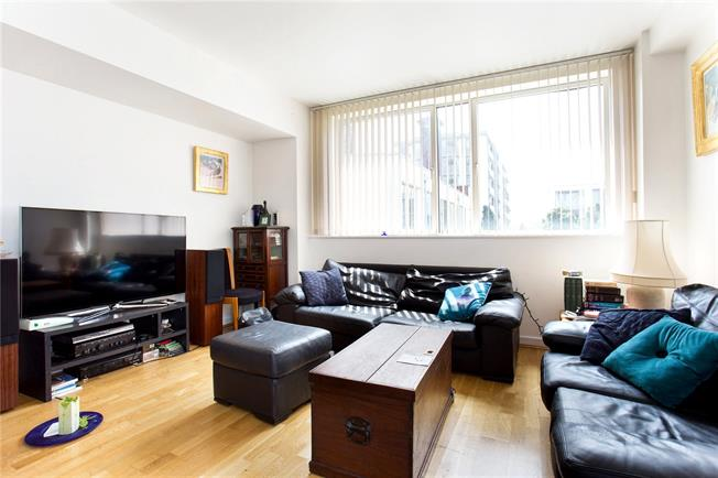 Asking Price £400,000, 1 Bedroom Flat For Sale in Brentford, TW8