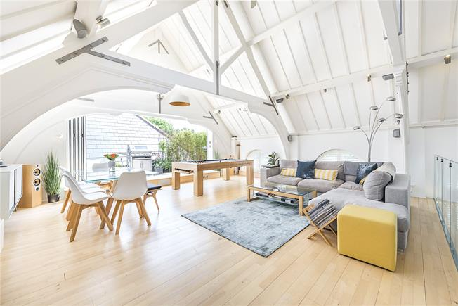 Asking Price £1,500,000, 2 Bedroom Semi Detached House For Sale in London, W3