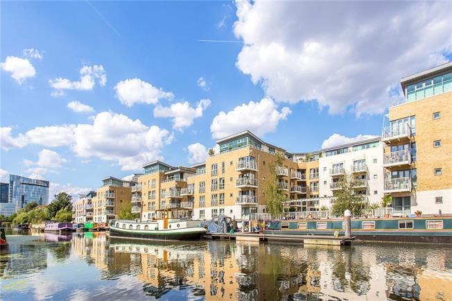 Asking Price £500,000, 2 Bedroom Flat For Sale in Brentford, TW8