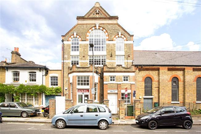 Asking Price £650,000, 2 Bedroom Flat For Sale in London, W6