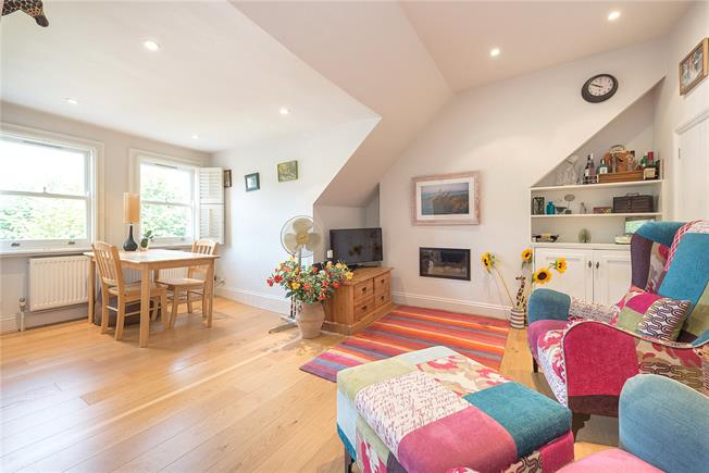 Asking Price £650,000, 2 Bedroom Flat For Sale in London, W4