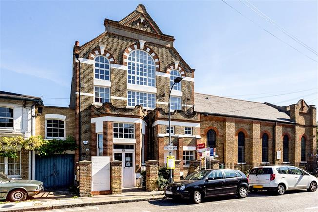 Asking Price £675,000, 2 Bedroom Flat For Sale in London, W6