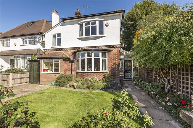 Guide Price £1,575,000, 5 Bedroom Detached House For Sale in London, W4