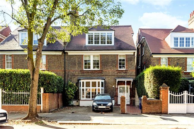 Asking Price £625,000, 2 Bedroom Flat For Sale in London, W4