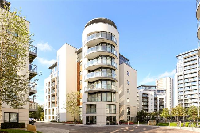 Asking Price £375,000, 1 Bedroom Flat For Sale in Brentford, TW8