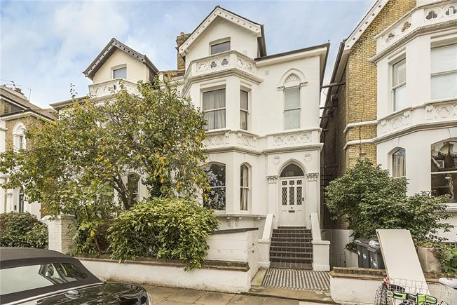 Asking Price £545,000, 2 Bedroom Flat For Sale in London, W4