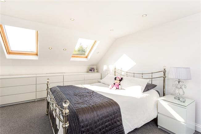Asking Price £900,000, 4 Bedroom Semi Detached House For Sale in London, W4