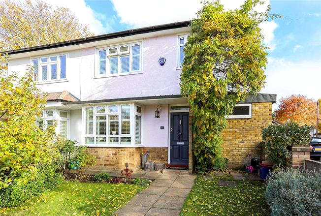 Asking Price £925,000, 3 Bedroom Semi Detached House For Sale in London, W4
