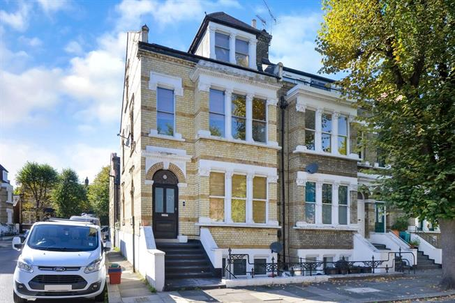 Asking Price £500,000, 1 Bedroom Flat For Sale in London, W4