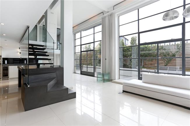 Asking Price £1,575,000, 2 Bedroom Flat For Sale in London, W4