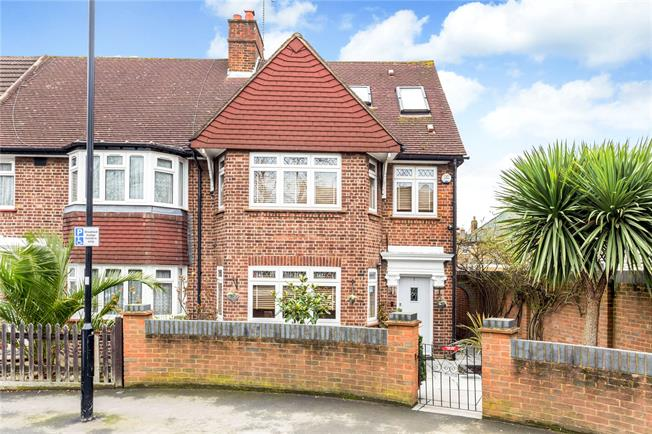 Asking Price £795,000, 4 Bedroom Semi Detached House For Sale in Isleworth, TW7