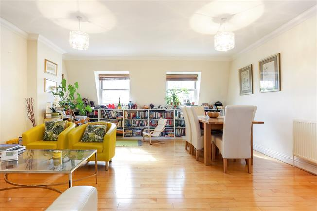 Asking Price £550,000, 2 Bedroom Flat For Sale in London, W4
