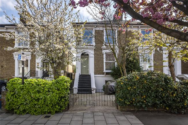 Asking Price £749,500, 3 Bedroom Flat For Sale in London, W4