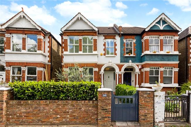 Asking Price £1,100,000, 4 Bedroom Semi Detached House For Sale in London, W4