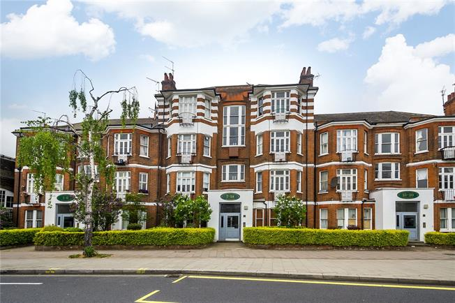 Asking Price £675,000, 3 Bedroom Flat For Sale in London, W6