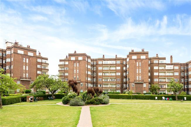 Asking Price £460,000, 3 Bedroom Flat For Sale in London, W4