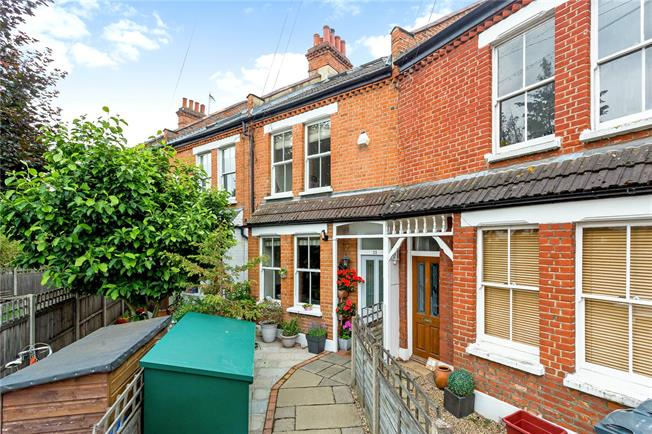 Asking Price £1,100,000, 5 Bedroom House For Sale in London, W4