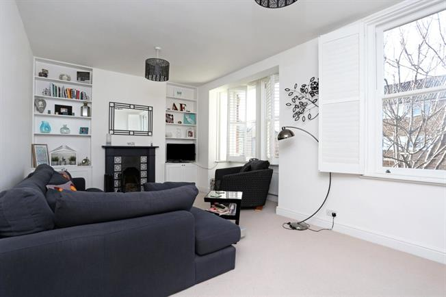 Asking Price £675,000, 2 Bedroom Flat For Sale in London, W4