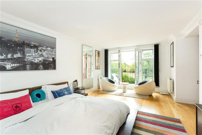 Asking Price £650,000, 3 Bedroom Flat For Sale in Brentford, TW8
