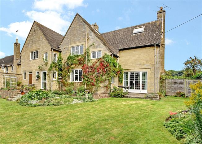 Guide Price £795,000, 5 Bedroom Detached House For Sale in Cirencester, GL7