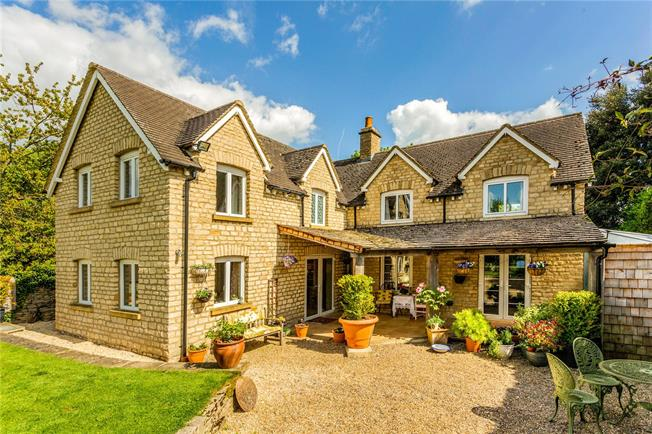 Guide Price £645,000, 4 Bedroom Semi Detached House For Sale in Cirencester, GL7