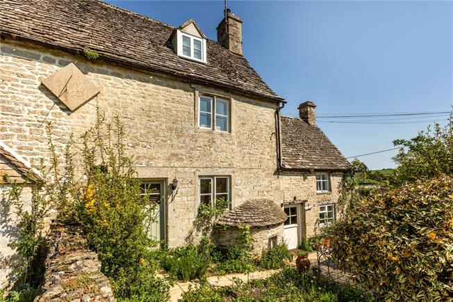 Guide Price £395,000, 3 Bedroom Semi Detached House For Sale in Cirencester, Gloucestersh, GL7