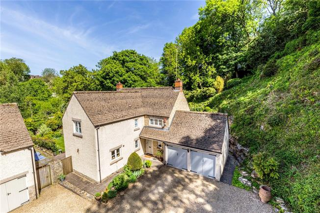 Guide Price £895,000, 4 Bedroom Detached House For Sale in Tetbury, GL8