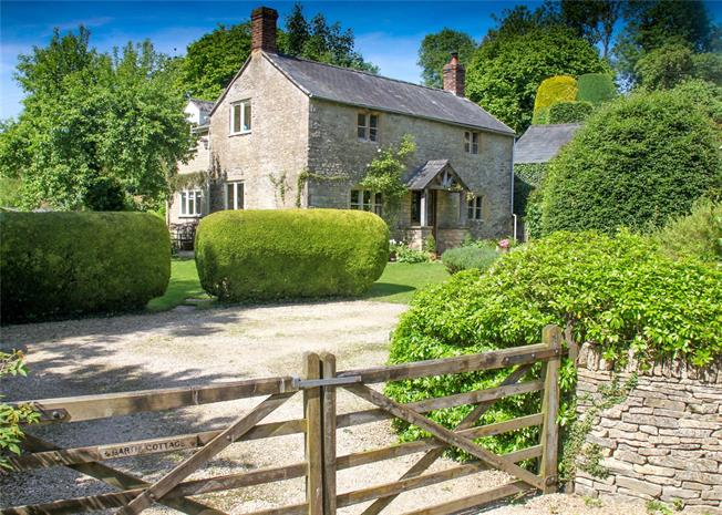 Guide Price £635,000, 3 Bedroom Detached House For Sale in Duntisbourne Abbotts, GL7