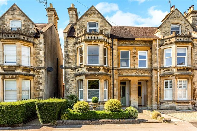 Guide Price £825,000, 5 Bedroom Semi Detached House For Sale in Cirencester, GL7