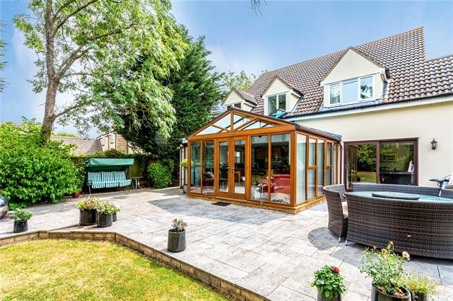 Guide Price £660,000, 4 Bedroom Detached House For Sale in Castle Eaton, SN6