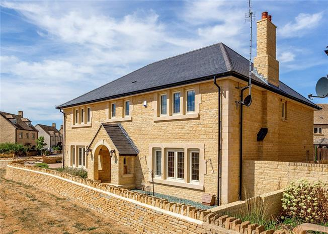 Guide Price £950,000, 5 Bedroom Detached House For Sale in South Cerney, GL7